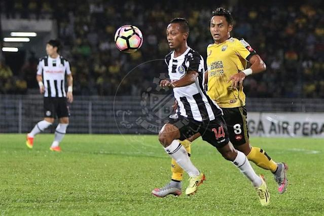 The defender's foul led to the penalty that gave Selangor's second goal, but made amends by scoring a late equaliser for Pahang in their MSL match.