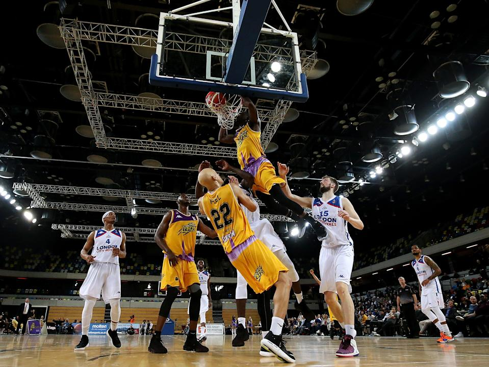 Ladarius Tabb of London Lions dunks against London City Royals in a BBL game (Getty Images)