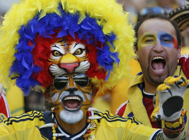 Fans pose before the 2014 World Cup Group C soccer match between Colombia and Greece at the Mineirao stadium in Belo Horizonte June 14, 2014. REUTERS/Sergio Perez (BRAZIL - Tags: SPORT SOCCER WORLD CUP)