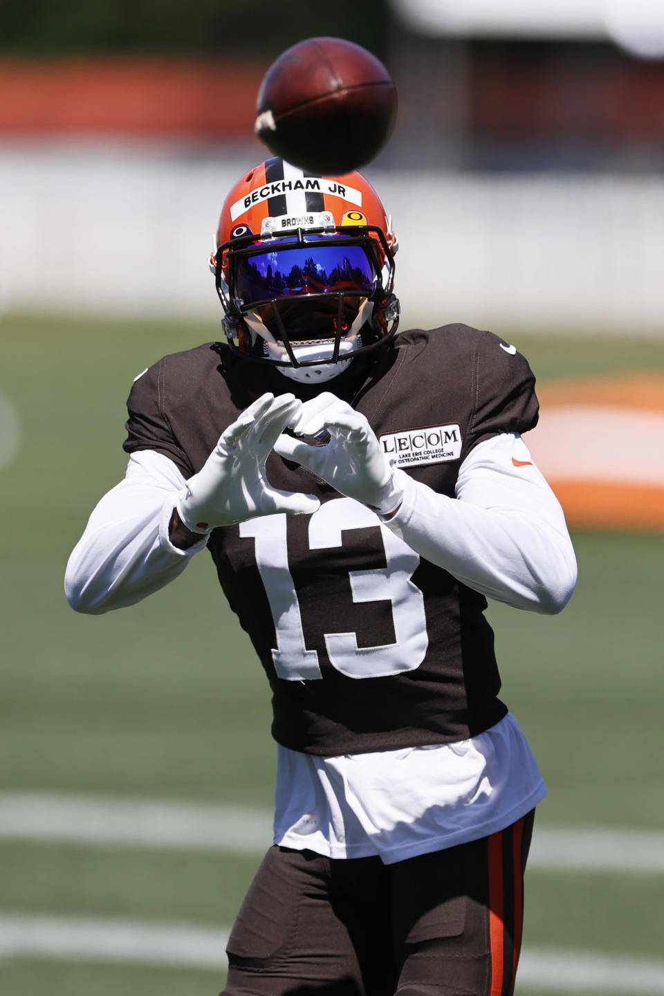 Cleveland Browns wide receiver Odell Beckham Jr. catches a pass during practice at the NFL football team's training facility Wednesday, Aug. 19, 2020, in Berea, Ohio. (AP Photo/Ron Schwane)