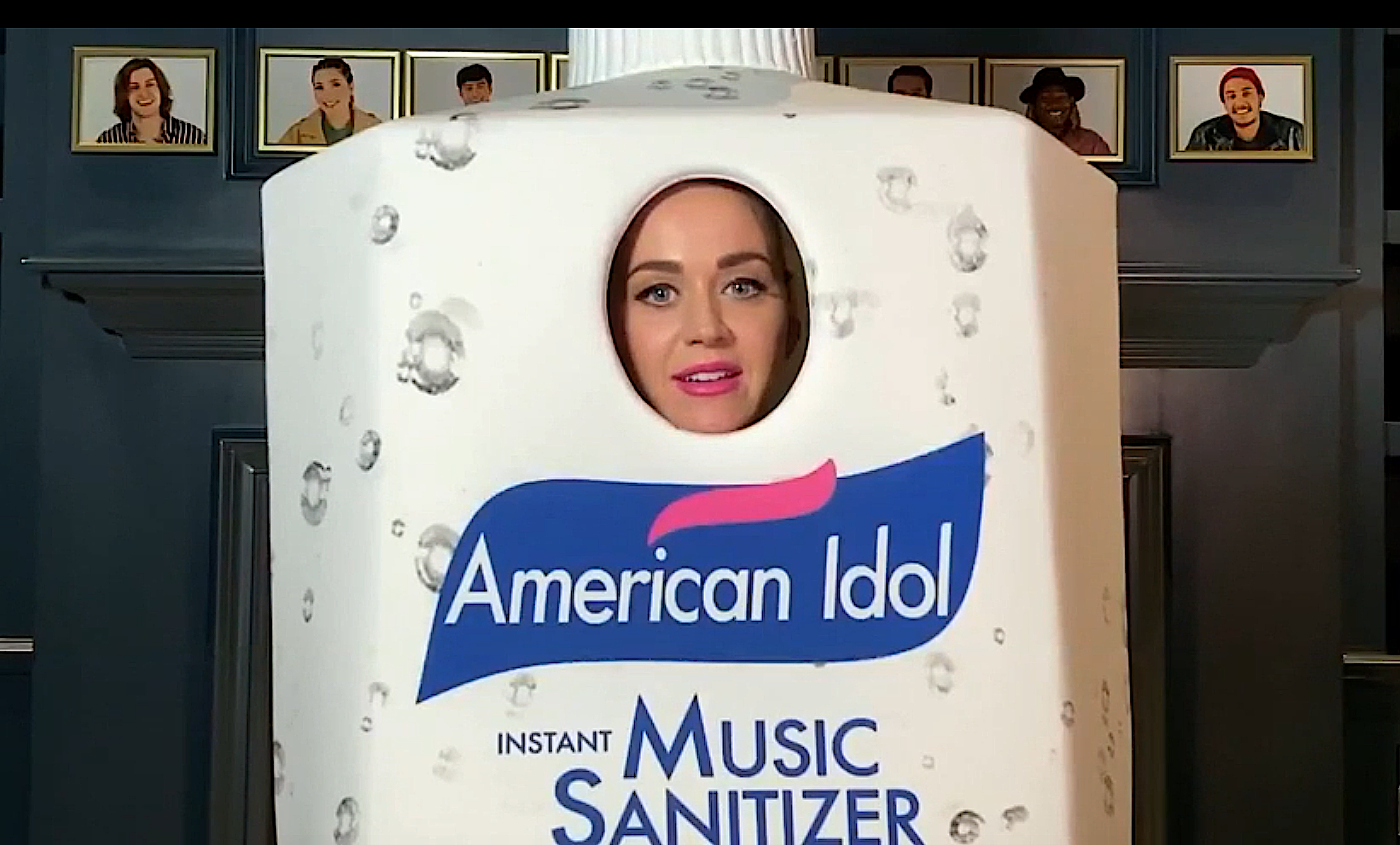 Katy Perry is dressed to impress on 'American Idol.' (Photo: ABC)