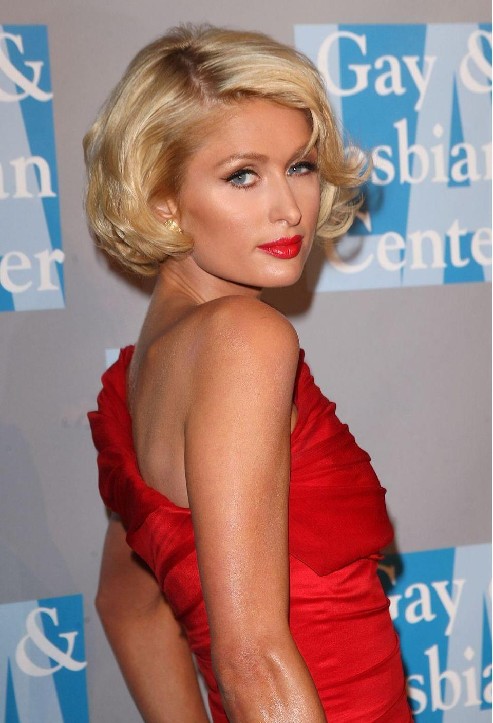 <p>Socialite <strong>Paris Hilton's </strong>asymmetrical bob was styled into long waves and a side part to create an even more off-balanced, yet high-glamour look.</p>