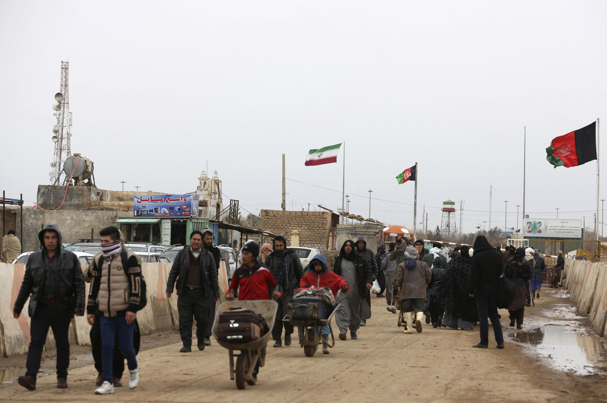Reports: Taliban seize key Afghan border crossing with Iran