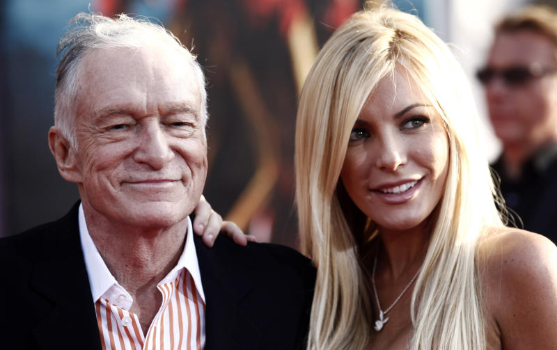 Hugh Hefner, fiancee obtain marriage license