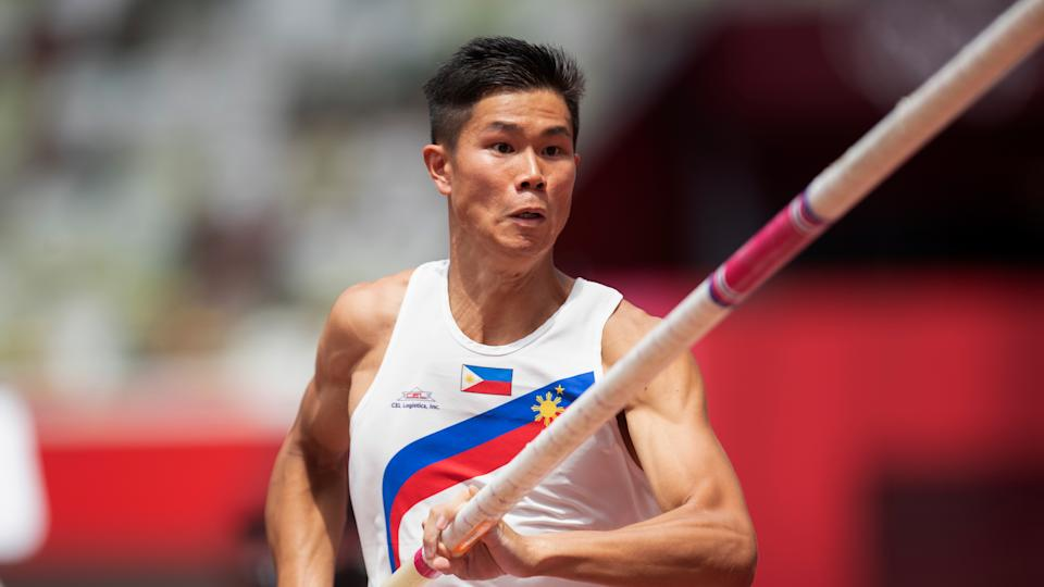 Philippines' Ernest John Obiena competes in the qualification round of the men's pole vault at the 2020 Summer Olympics, Saturday, July 31, 2021, in Tokyo, Japan. (AP Photo/Kyusung Gong)