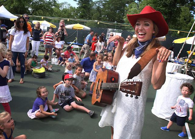 <p>Miss Jamie of Miss Jamie's Farm entertains children at a concert during a Fourth of July celebration Monday, July 3, 2017, at Spring Lake Park in Lincolnshire, Ill. (Photo: Gilbert R. Boucher II/Daily Herald via AP) </p>