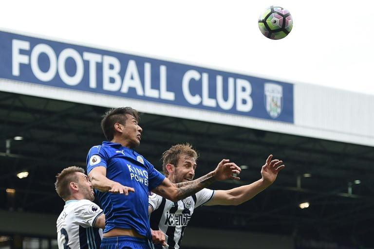 Leicester City's Leonardo Ulloa (2nd L) vies with West Bromwich Albion's Gareth McAuley (L) and Craig Dawson (R) during their English Premier League football match on April 29, 2017