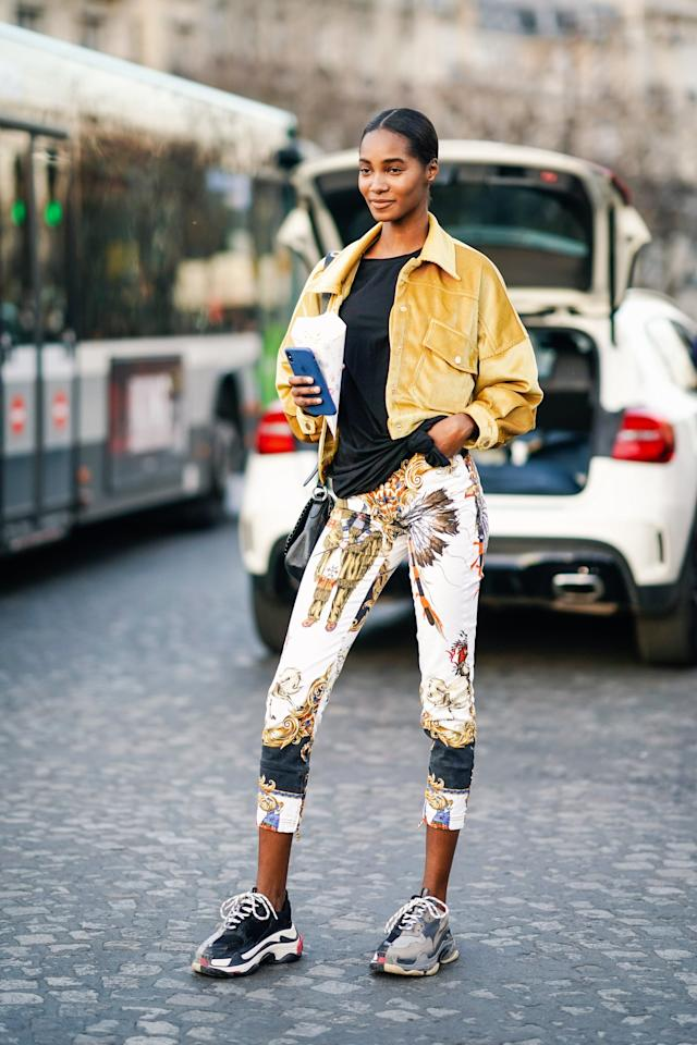 <p>Tone down the effect of printed leggings by mixing in simple pieces that feel cohesive with your chosen motif.</p>
