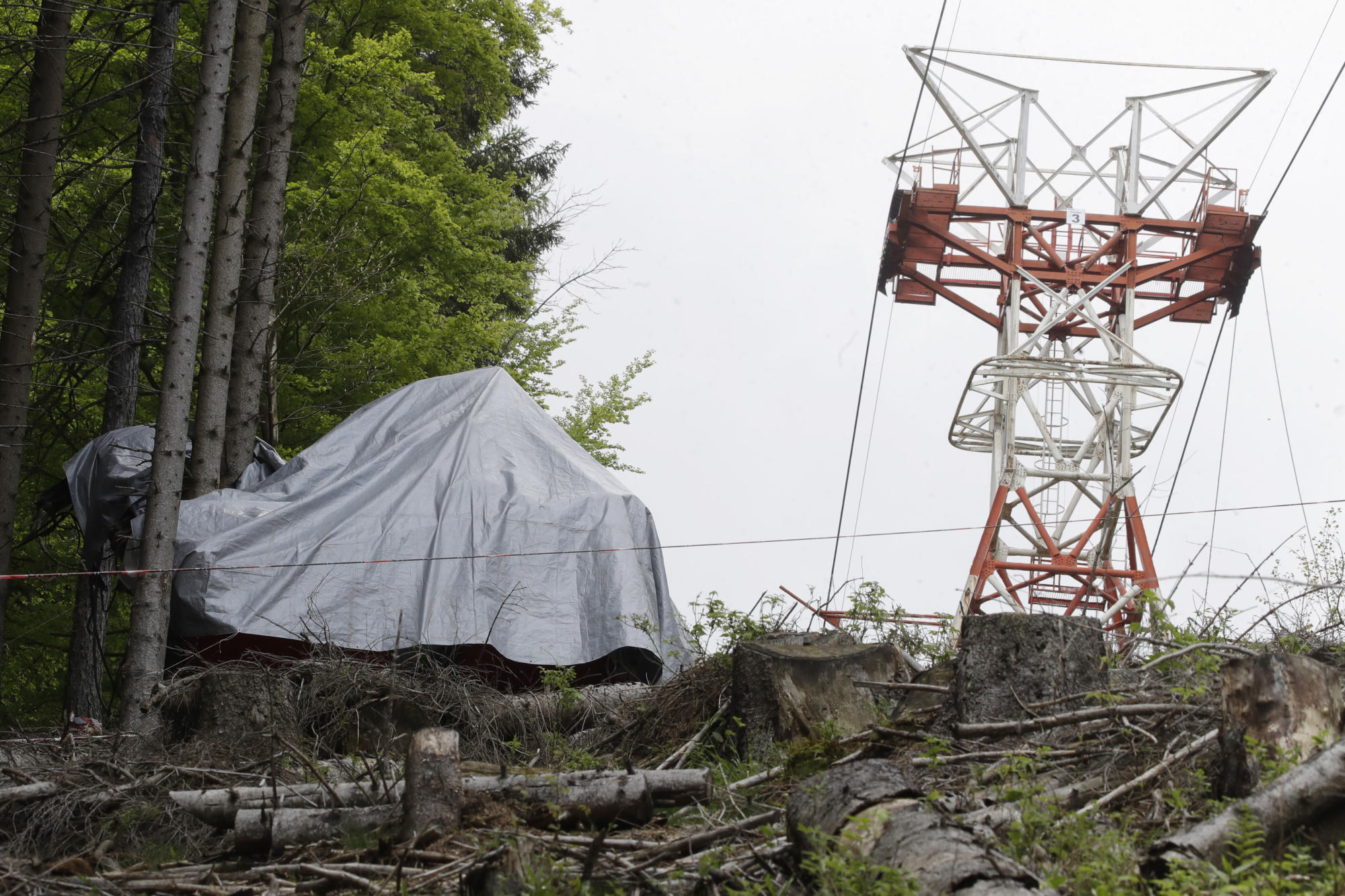 Judge: Blame in Italy cable car deaths rests with technician – Yahoo News