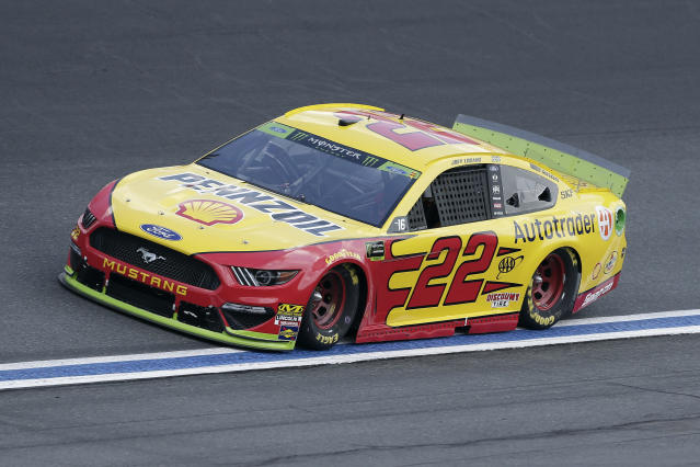 """<a class=""""link rapid-noclick-resp"""" href=""""/nascar/sprint/drivers/1542/"""" data-ylk=""""slk:Joey Logano"""">Joey Logano</a> drives through Turn 4 during the NASCAR Cup Series auto race at Charlotte Motor Speedway in Concord, N.C., Sunday, Sept. 29, 2019. (AP Photo/Gerry Broome)"""
