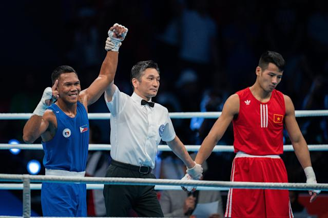 Eumir Felix Marcial (L) hopes to become the first Filipino to win an Olympic gold medal. (Photo by Gary Tyson/Getty Images)