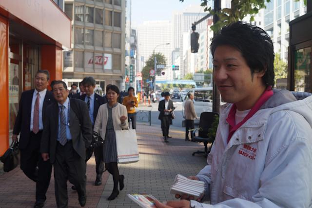 """<p>Jyunya Takesue, 31, hands out packets of tissue featuring advertisements for a pachinko parlor in Shinbashi, Tokyo. """"Yes, I'm concerned about North Korea developing a nuclear weapon and think that's a threat to Japan. We have to strengthen self-defense, including SDF, and work with America,"""" Takesue said. (Photo: Michael Walsh/Yahoo News) </p>"""