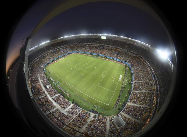 A general view of the 2014 World Cup Group D soccer match between Italy and England at the Amazonia arena in Manaus June 14, 2014. Picture taken with a fish eye lens. REUTERS/Francois Marit/Pool (BRAZIL - Tags: SPORT SOCCER TPX IMAGES OF THE DAY WORLD CUP TOPCUP)