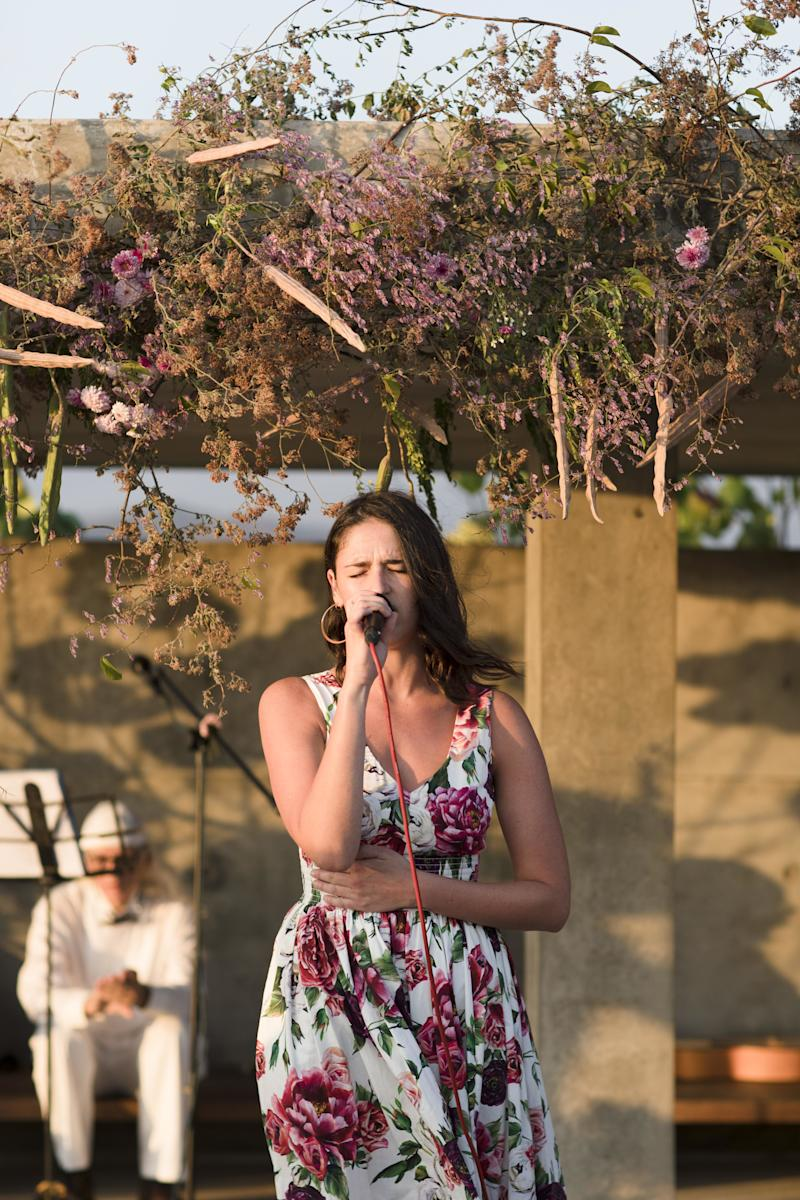"""Rozzi Crane, Alex's sister, sang """"Gypsy"""" by Fleetwood Mac and brought everyone to tears."""