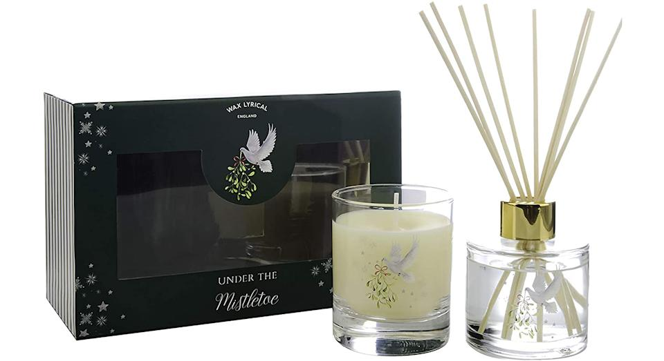 WAX LYRICAL Mistletoe Candle & Reed Diffuser Gift Set
