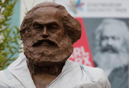 FILE PHOTO: Workers set up a bronze sculpture of Karl Marx in his hometown Trier, Germany, April 13, 2018. REUTERS/Wolfgang Rattay/File Photo