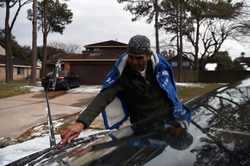 Residents face power outages and extreme cold in Houston, Texas