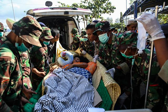 <p>Indonesian police and soldiers evacuate a woman after arriving at Tanjung hospital after earthquake hit on Sunday in North Lombok, Indonesia on Friday, Aug. 7, 2018. (Photo: Garry Lotulung/NurPhoto via Getty Images) </p>