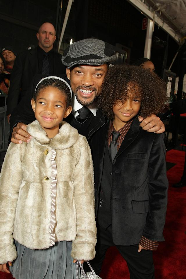 "<a href=""http://movies.yahoo.com/movie/contributor/1800019959"">Will Smith</a> , <a href=""http://movies.yahoo.com/movie/contributor/1809878436"">Willow Smith</a> and Jaden Smith at the New York premiere of <a href=""http://movies.yahoo.com/movie/1809966785/info"">The Day the Earth Stood Still</a> - 12/09/2008"