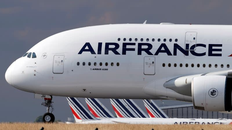 Air France-KLM's Dutch arm puts workers' pay hike on hold