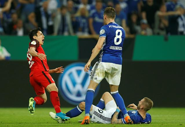 Soccer Football - DFB Cup - Schalke 04 vs Eintracht Frankfurt - Veltins-Arena, Gelsenkirchen, Germany - April 18, 2018 Eintracht Frankfurt's Makoto Hasebe in action with Schalke's Leon Goretzka and Guido Burgstaller REUTERS/Leon Kuegeler DFB RULES PROHIBIT USE IN MMS SERVICES VIA HANDHELD DEVICES UNTIL TWO HOURS AFTER A MATCH AND ANY USAGE ON INTERNET OR ONLINE MEDIA SIMULATING VIDEO FOOTAGE DURING THE MATCH.