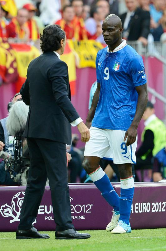 GDANSK, POLAND - JUNE 10: Mario Balotelli of Italy looks at Head Coach Cesare Prandelli of Italy as he is subsituted during the UEFA EURO 2012 group C match between Spain and Italy at The Municipal Stadium on June 10, 2012 in Gdansk, Poland. (Photo by Claudio Villa/Getty Images)