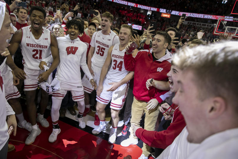 Wisconsin wins 64-54 over Michigan; Wolverines' first loss of season