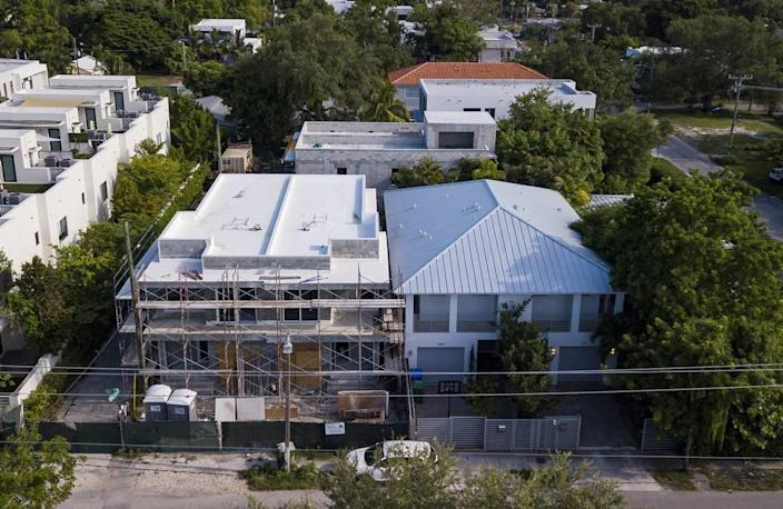 The space between these two Coconut Grove duplexes at 3374 and 3384 Day Avenue is less than 5 feet. It should be at least 10 feet.