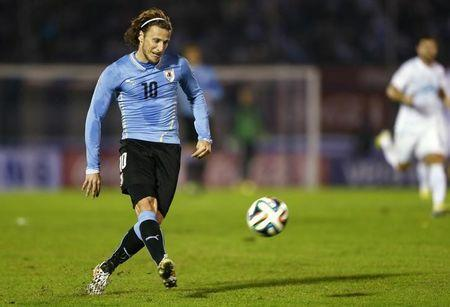 Uruguay's Diego Forlan kicks the ball during an international friendly soccer match against Slovenia in Montevideo, June 4, 2014. Uruguay will face Costa Rica, England and Italy for the World Cup finals of Brazil 2014. REUTERS/Andres Stapff/Files