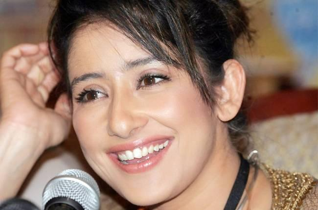 Manisha Koirala : She suffered ovarian cancer and now after successfully defeating it, Manisha Koirala is firmly back in Bollywood. She is shooting for another film in Shimla. Manisha now believes in leading a natural life where she avoids any kind of artificial or synthetic product on her. She also avoids food that has been artificially processed.