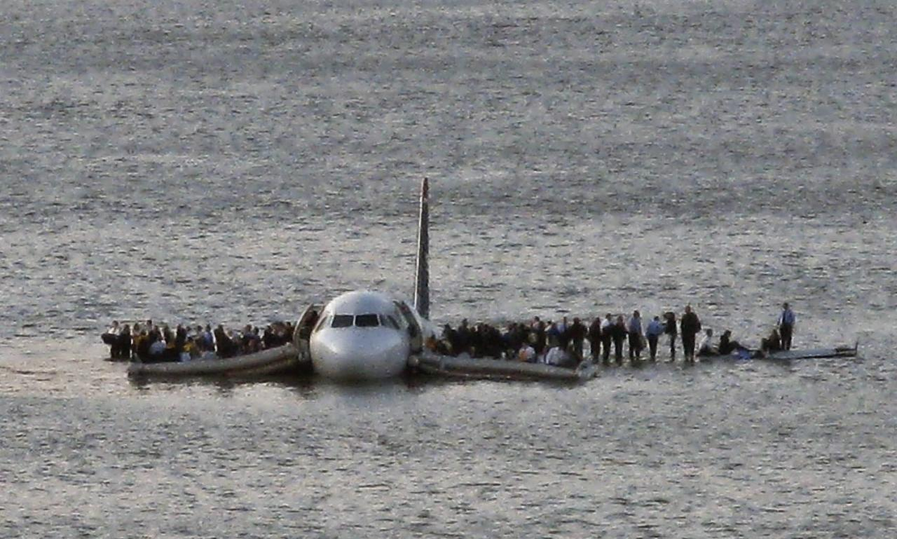 <p>Passengers wait on the wings of US Airways Flight 1549 to be rescued after the plane crashed in the Hudson River on Jan. 15, 2009.<br />(Photo from AP) </p>