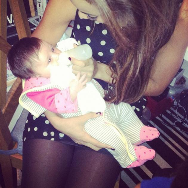 Celebrity photos: Ever since The Saturdays' Una Healy gave birth to little Aoife Belle six weeks ago, her bandmates have been grabbing any chance they can for cuddles with her. Rochelle Wiseman tweeted this gorgeous picture of her feeding Aoife Belle, and it melted our hearts.