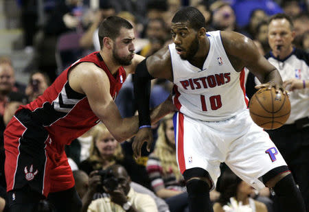 Detroit Pistons forward Greg Monroe (R) drives against Toronto Raptors center Jonas Valanciunas during the first half of their NBA basketball game in Auburn Hills, Michigan March 29, 2013. REUTERS/Rebecca Cook (UNITED STATES - Tags: SPORT BASKETBALL)