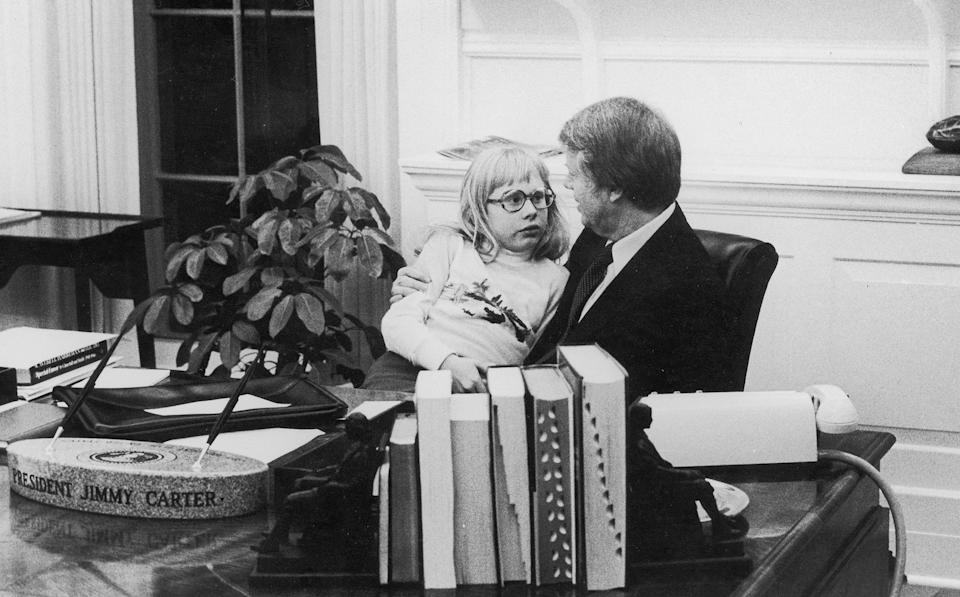 <p>President Jimmy Carter sits daughter Amy on his lap as they have a chat in the Oval Office in 1978.</p>