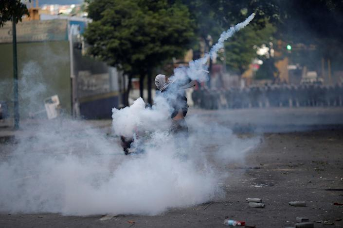 <p>A demonstrator throws a tear gas canister at a rally during a strike called to protest against Venezuelan President Nicolas Maduro's government in Caracas, Venezuela, July 26, 2017. (Photo: Ueslei Marcelino/Reuters) </p>
