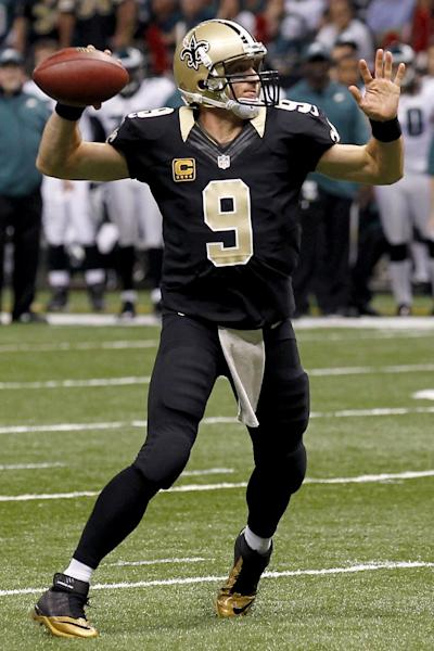 New Orleans Saints quarterback Drew Brees (9) throws a touchdown pass during the first half of an NFL football game against the Philadelphia Eagles at Mercedes-Benz Superdome in New Orleans, Monday, Nov. 5, 2012. (AP Photo/Bill Haber)