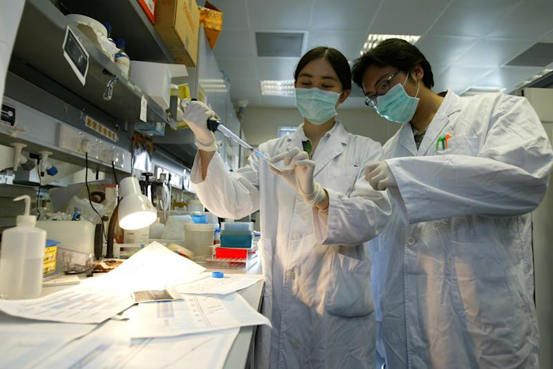 University researchers conducting Lab test in finding the genomic sequence of the Sars associated coronavirus in April 2003. (Edward Wong/South China Morning Post via Getty Images)