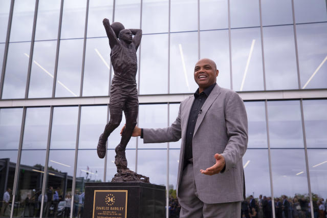 Charles Barkley unveils his sculpture at the Philadelphia 76ers training facility on September 13, 2019 in Camden, New Jersey. (Photo by Mitchell Leff/Getty Images)