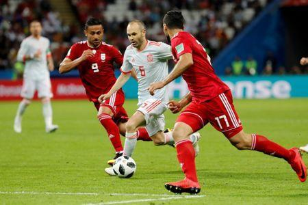 Soccer Football - World Cup - Group B - Iran vs Spain - Kazan Arena, Kazan, Russia - June 20, 2018 Spain's Andres Iniesta in action with Iran's Mehdi Taremi and Omid Ebrahimi REUTERS/Toru Hanai