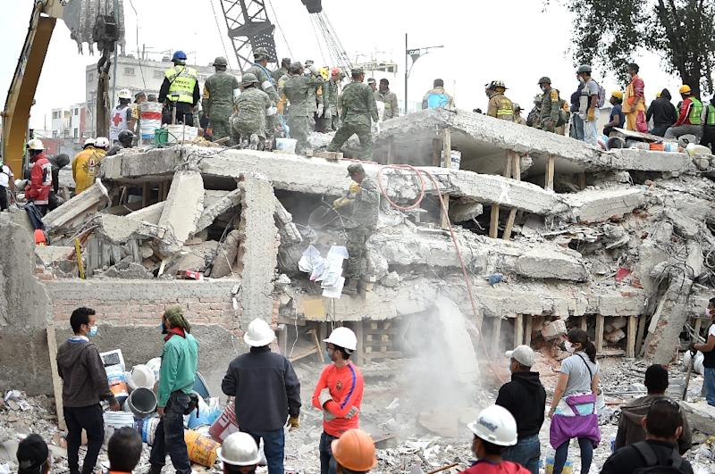 Rescuers clear rubble and debris from the site where a multistory building was flattened by the 7.1-magnitude quake (AFP Photo/YURI CORTEZ)