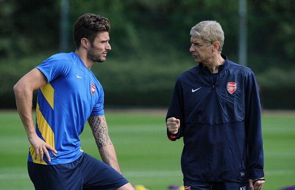 Olivier Giroud and Arsene Wenger at an Arsenal training session.
