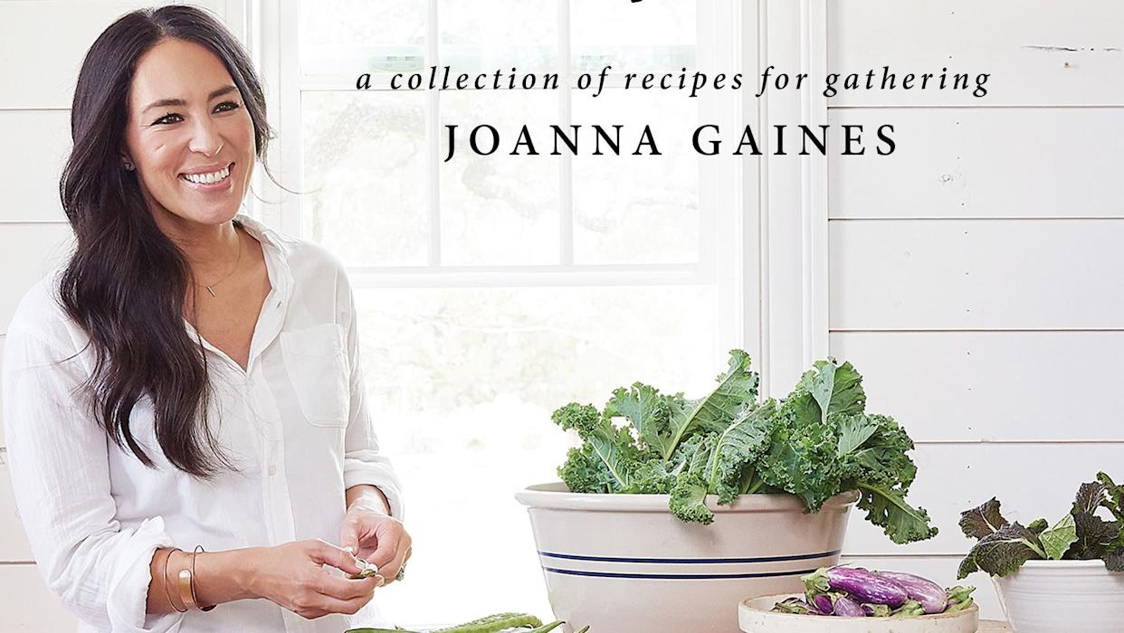 "The cover of Joanna Gaines' new book, <i><a href=""https://www.amazon.com/Magnolia-Table-Collection-Recipes-Gathering/dp/006282015X/ref=sr_1_1?ie=UTF8&amp;qid=1524703577&amp;sr=8-1&amp;keywords=magnolia+table"" rel=""nofollow noopener"" target=""_blank"" data-ylk=""slk:Magnolia Table"" class=""link rapid-noclick-resp"">Magnolia Table</a></i>. (Photo: Amy Neunsinger/Magnolia Table)"