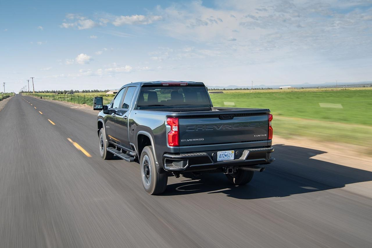 <p>Silverado 2500s get an 11.5-inch ring gear in their rear axle, while 3500s get a 12.0-inch ring gear.</p>