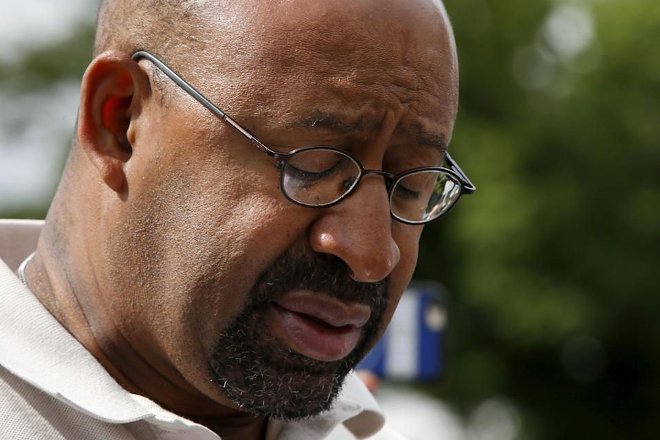 Philadelphia Mayor Michael Nutter looks down while giving a news conference near the site of a derailed Amtrak train in Philadelphia, Pennsylvania May 13, 2015. Rescue workers on Wednesday sifted through twisted metal and other debris from the wreck of the Amtrak train that derailed in Philadelphia, killing at least six people and injuring scores of others, while investigators reviewed data to determine the cause of an accident. Nutter said authorities had not yet accounted for everyone aboard the train. REUTERS/Mike Segar