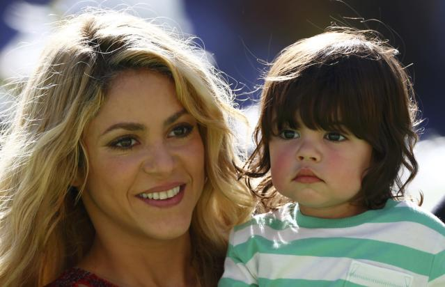 Singer Shakira holds her son Milan during the 2014 World Cup closing ceremony at the Maracana stadium in Rio de Janeiro July 13, 2014. REUTERS/Eddie Keogh (BRAZIL - Tags: SOCCER SPORT WORLD CUP ENTERTAINMENT)