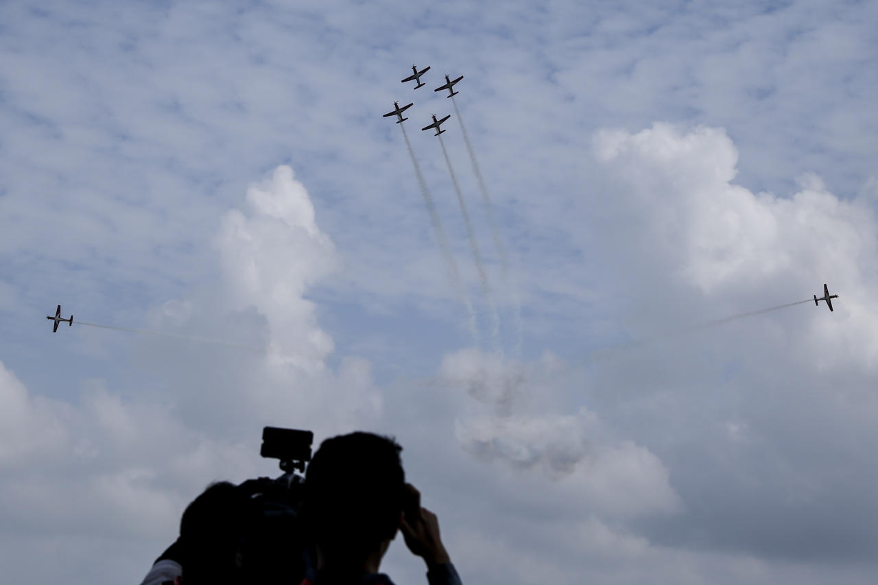 <p>Members of the media watching as the Indonesian Air Force Jupiter Aerobatic team performs during a media preview of the Singapore Airshow at the Changi Exhibition Centre on February 4, 2018. (PHOTO: Lim Yong Teck / Yahoo News Singapore) </p>