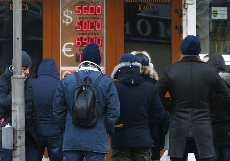 People queue to enter a currency exchange office in Moscow in this December 29, 2014 file photo. REUTERS/Sergei Karpukhin/Files