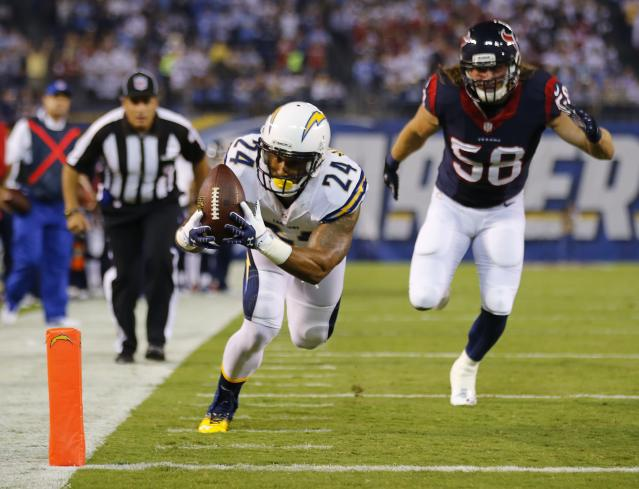 San Diego Chargers running back Ryan Mathews (24) scores a first quarter touchdown past Houston Texans outside linebacker Brooks Reed (58) during their Monday Night NFL football game in San Diego, California September 9, 2013.REUTERS/Mike Blake (UNITED STATES - Tags: SPORT FOOTBALL)