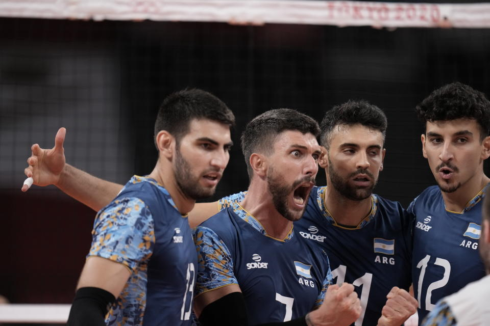 Argentina's Facundo Conte, #7, huddles with teammates during a men's volleyball preliminary round pool B match against the United States, at the 2020 Summer Olympics, early Monday, Aug. 2, 2021, in Tokyo, Japan. (AP Photo/Manu Fernandez)