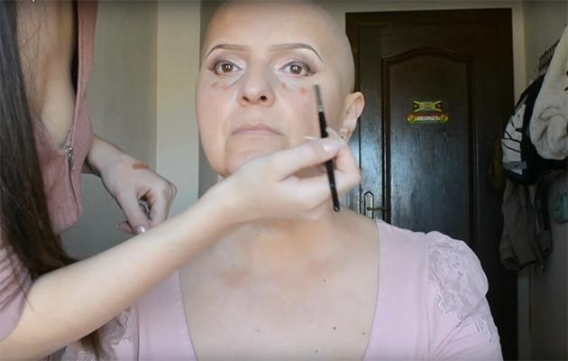 Nadian starts by filling in her mum's brows. Photo: YouTube.